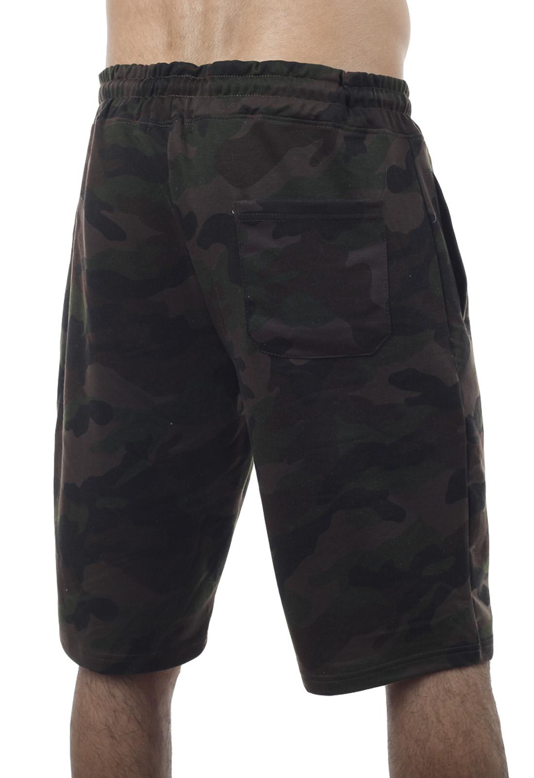 Особенные камуфляжные шорты с карманами и нашивкой РВСН - заказать оптом