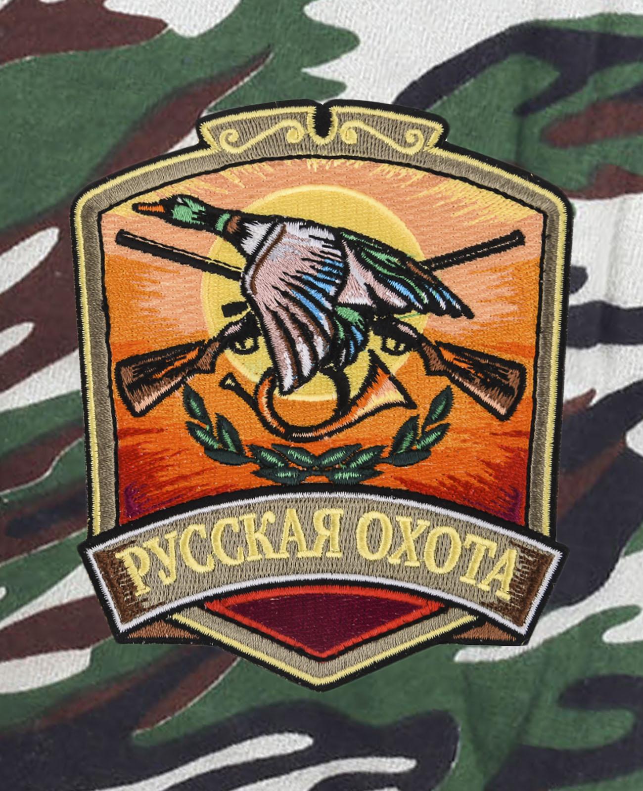 Особенные камуфляжные шорты с нашивкой Русская Охота