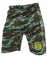 Особенные камуфляжные шорты с нашивкой ВКС