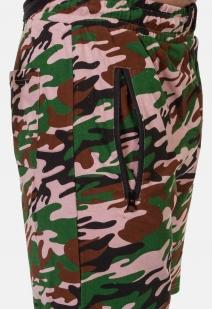 Особенные шорты удлиненного фасона с нашивкой Россия - заказать выгодно