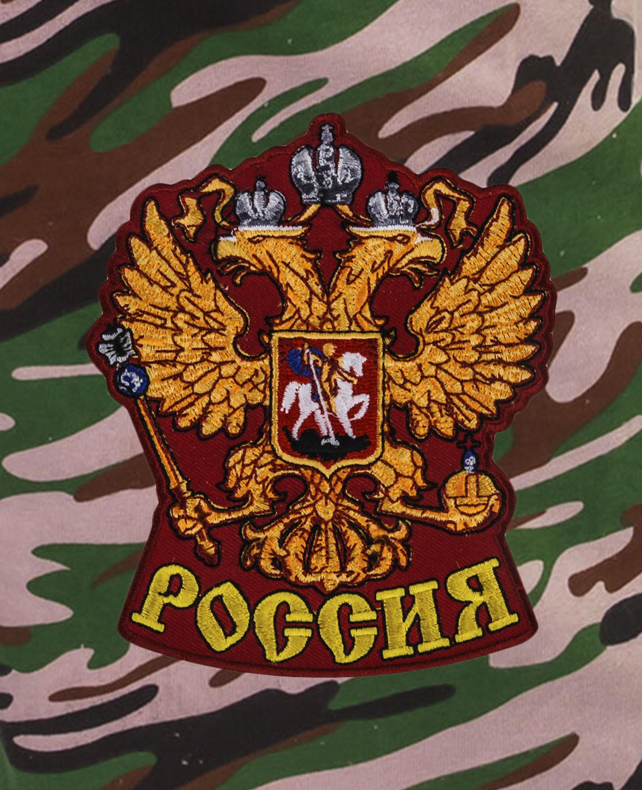 Особенные шорты удлиненного фасона с нашивкой Россия