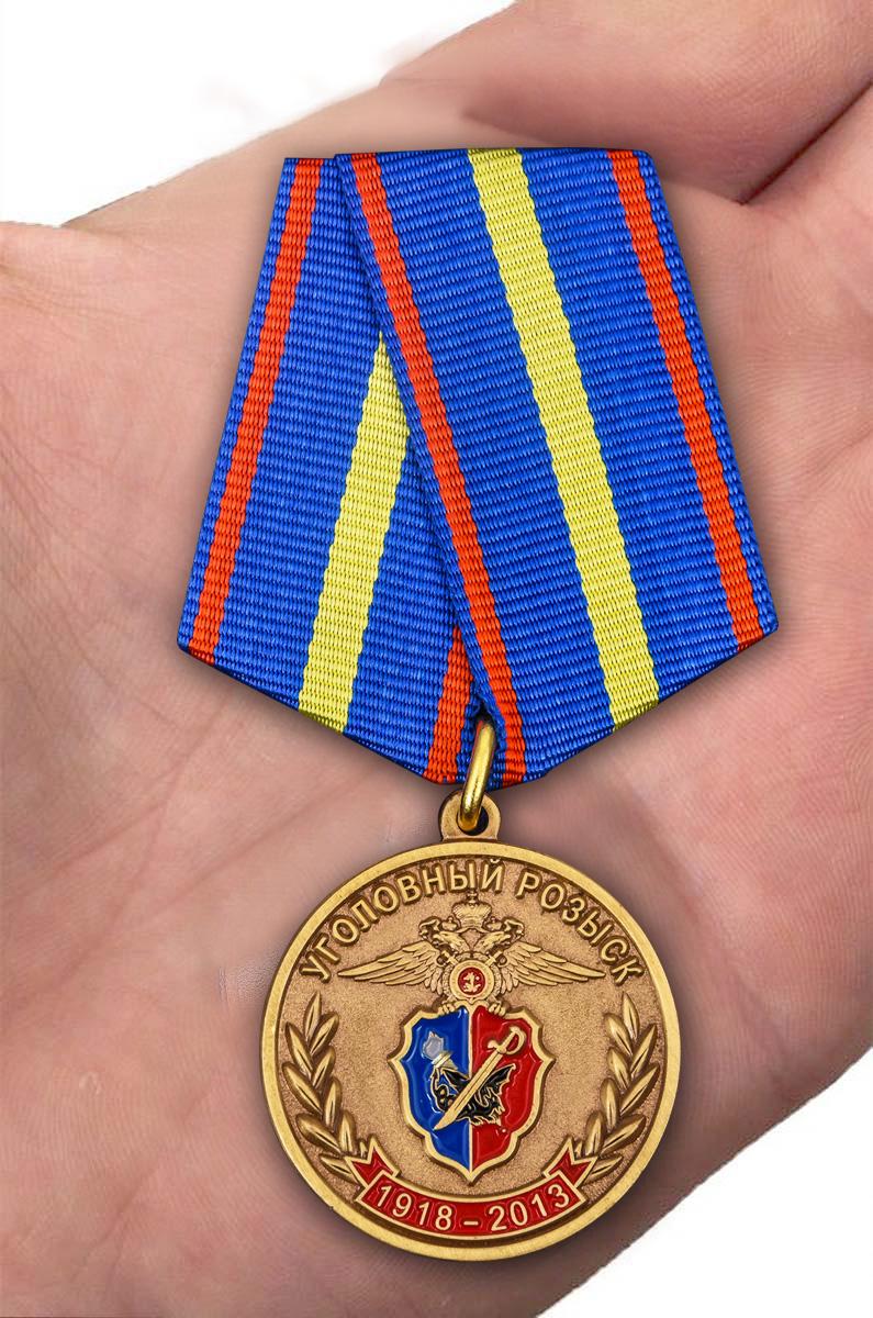 Памятная медаль 95 лет Уголовному Розыску МВД России - вид на ладони
