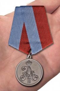 Памятная медаль 1 марта 1881 года - вид на ладони