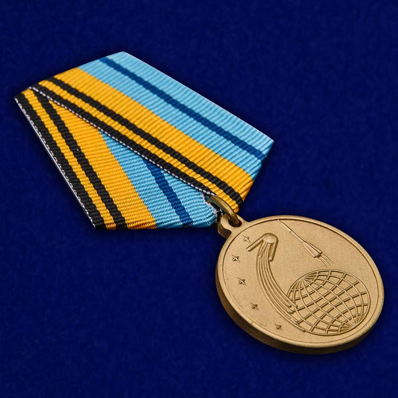 Памятная медаль 50 лет Космической эры - общий вид