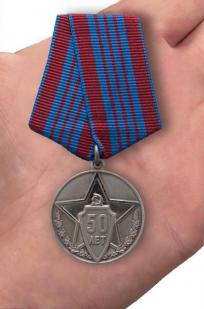Памятная медаль 50 лет советской милиции - вид на ладони