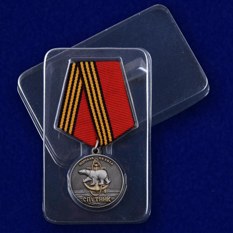Памятная медаль «61-я Киркенесская ОБрМП. Спутник» в футляре