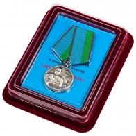 Медаль Анатолий Лебедь в нарядном футляре из бархатистого флока