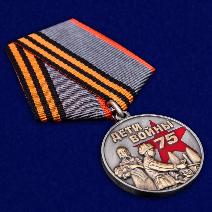 """Памятная медаль """"Дети войны"""" в футляре - общий вид"""