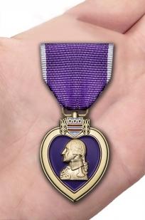 Памятная медаль Пурпурное сердце (США) - вид на ладони