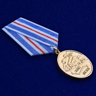 """Памятная медаль """"Участнику гуманитарного конвоя 2014"""" - общий вид"""