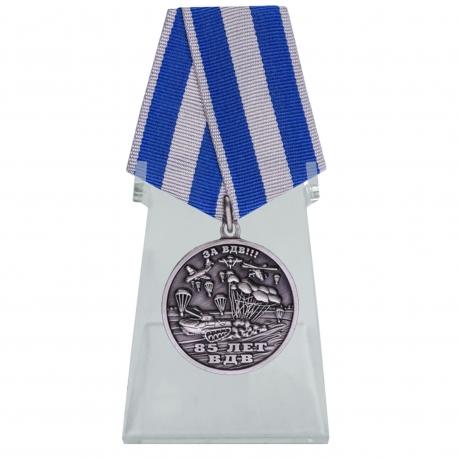 Памятная медаль ВДВ – Никто кроме нас на подставке
