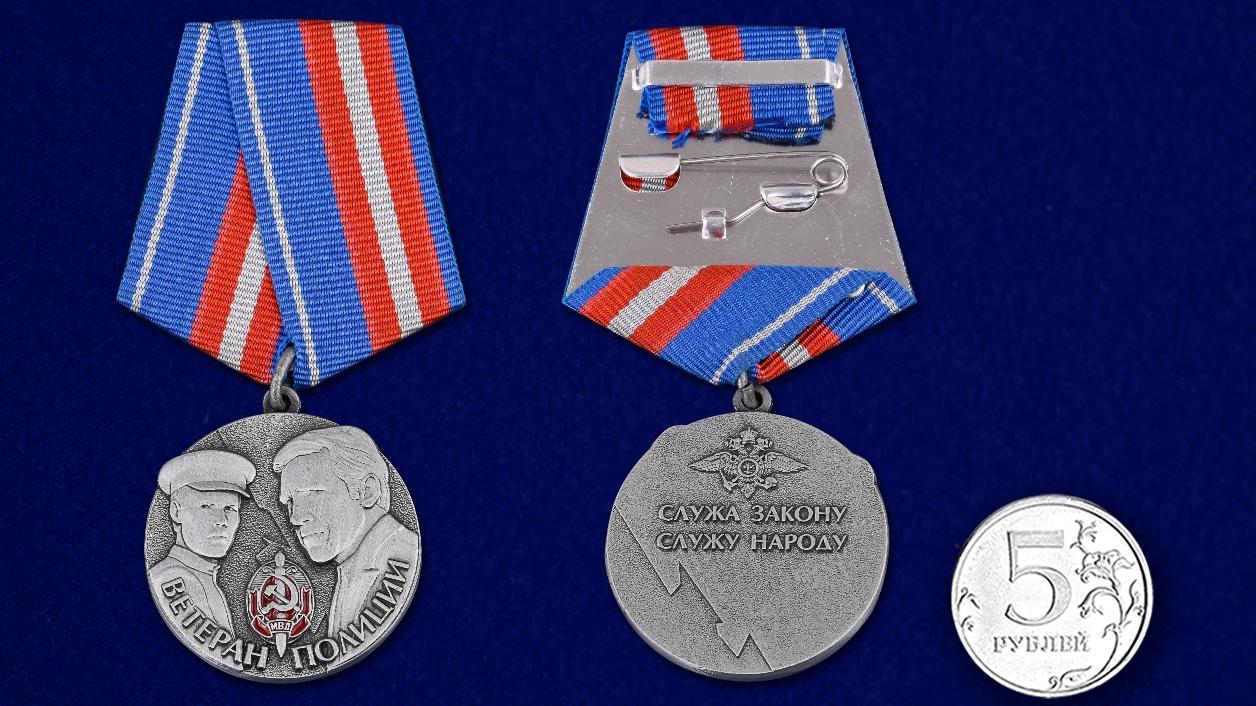 Памятная медаль Ветеран полиции в футляре с удостоверением - сравнительный вид