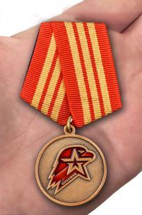 Памятная медаль Юнармии 3 степени - вид на ладони