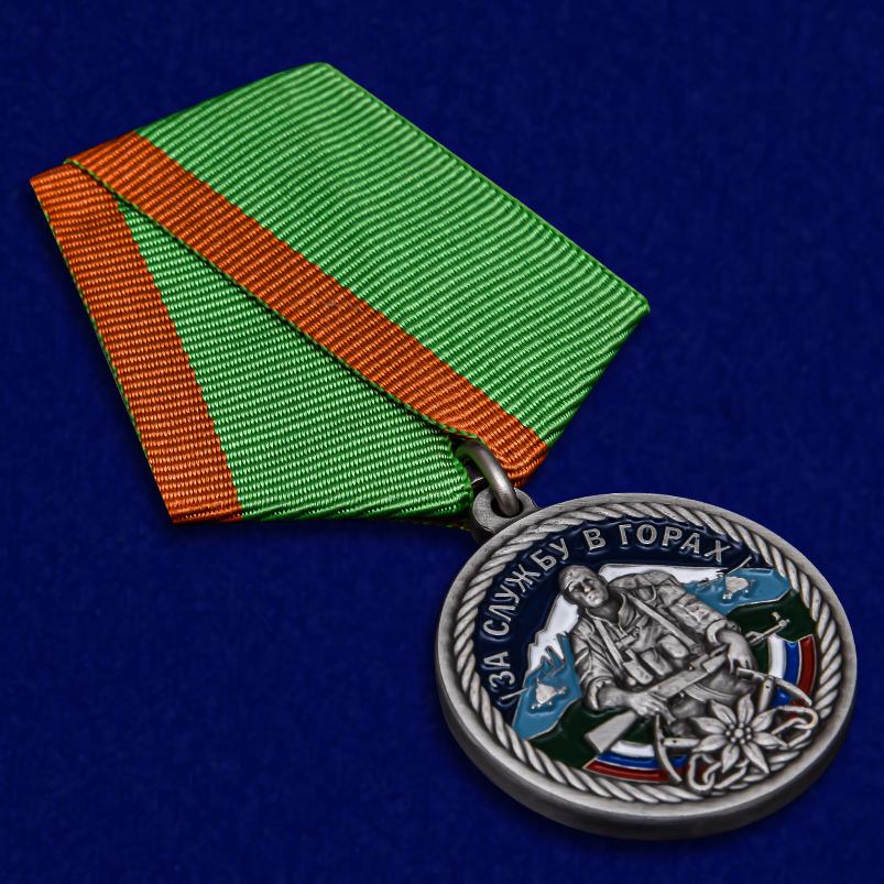 Памятная медаль За службу в горах в красивом подарочном футляре - общий вид