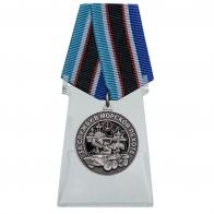 Медаль За службу в Морской пехоте на подставке