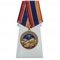 Памятная медаль За службу в РВСН на подставке