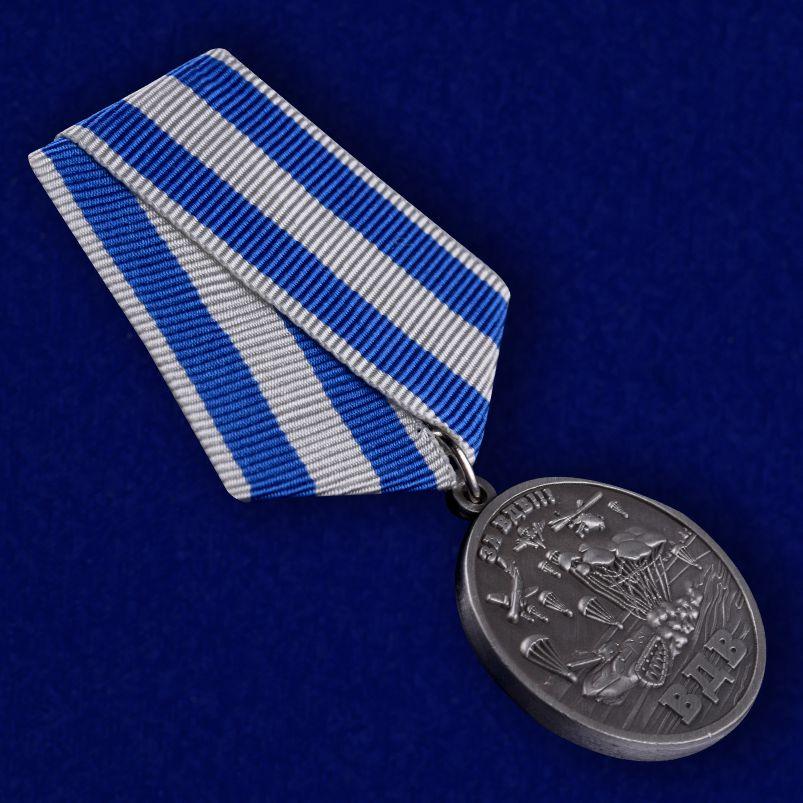 Памятная медаль За ВДВ! в бордовом футляре - общий вид
