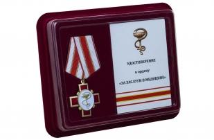 Памятная медаль За заслуги в медицине - в футляре с удостоверением
