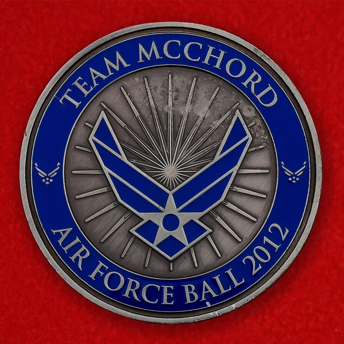 """Памятная монета ВВС США """"Благотворительный бал военнослужащих авиабазы Маккорд в пользу Музея авиации в Вашингтоне"""""""