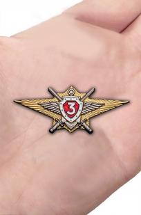 Памятный знак Росгвардии Классная квалификация (специалист 3-го класса) - вид на ладони