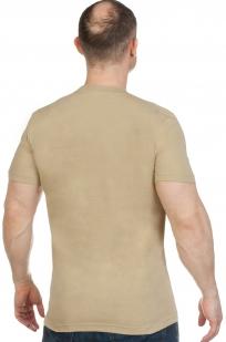 Песочная мужская футболка с вышитым полевым шевроном России - заказать оптом