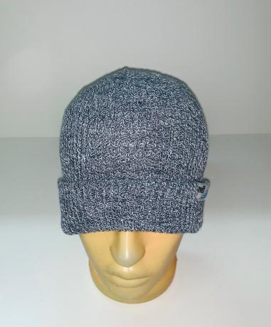 Пестрая вязаная шапка