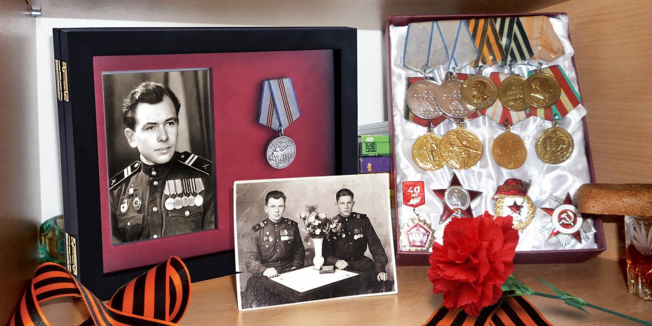 Планшет «Бессмертный полк» для вставки фотографии участника ВОВ и ячейкой под юбилейную медаль (награда входит в комплект).