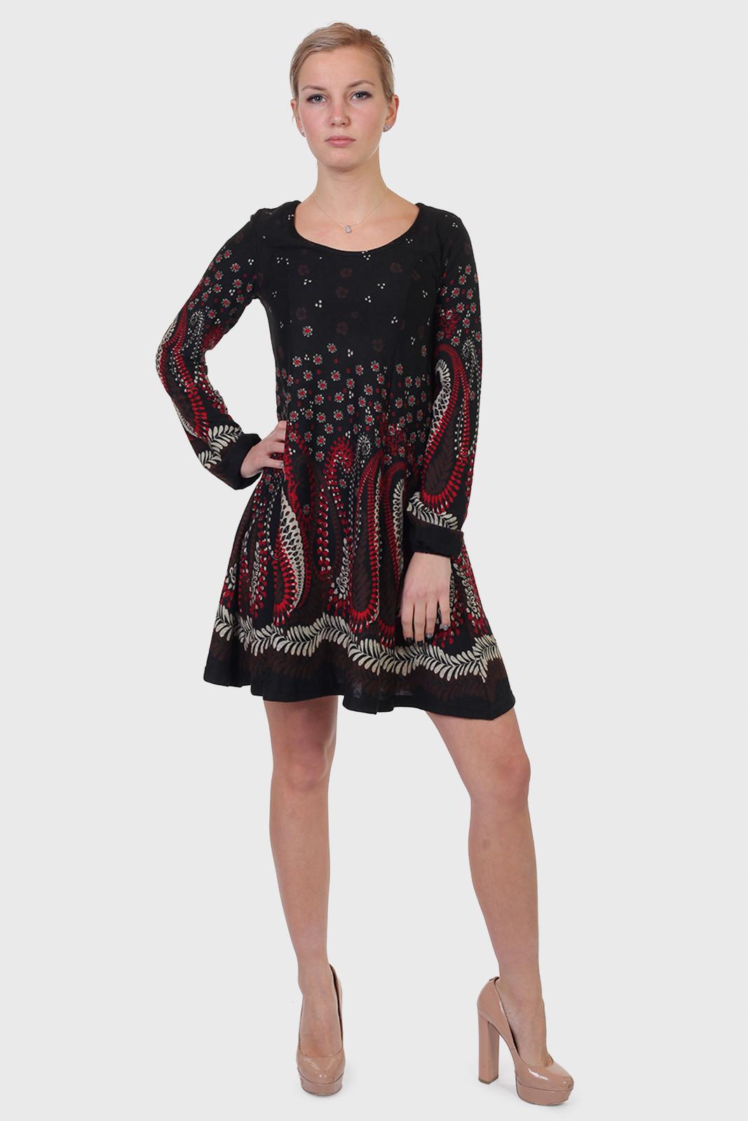 Черное платье клеш от бренда Qed London