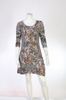Платье с броским орнаментом.