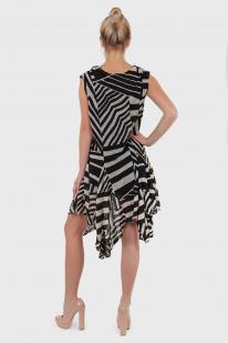 Женское платье с характером от The Pyramid Collection.