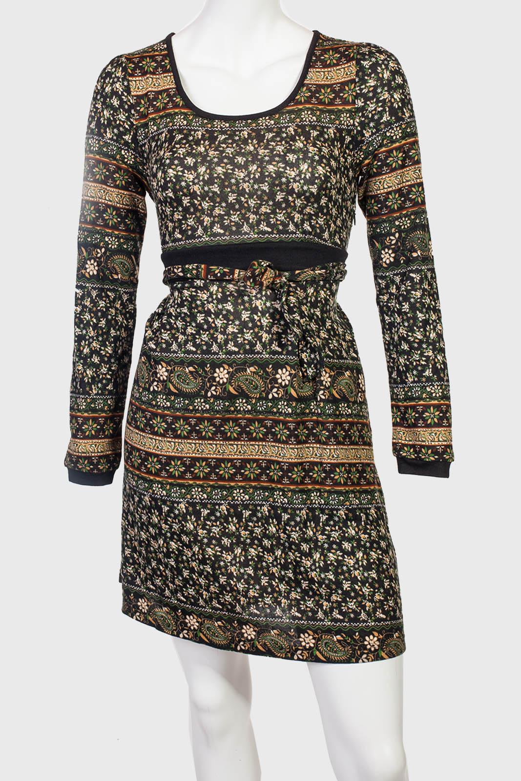 101% женственности! Красивое платье в мелкий трендовый цветочек.
