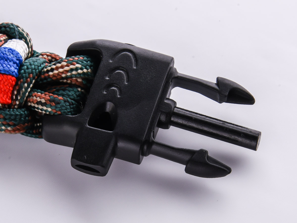 Плетёный браслет для мужчин со свистком