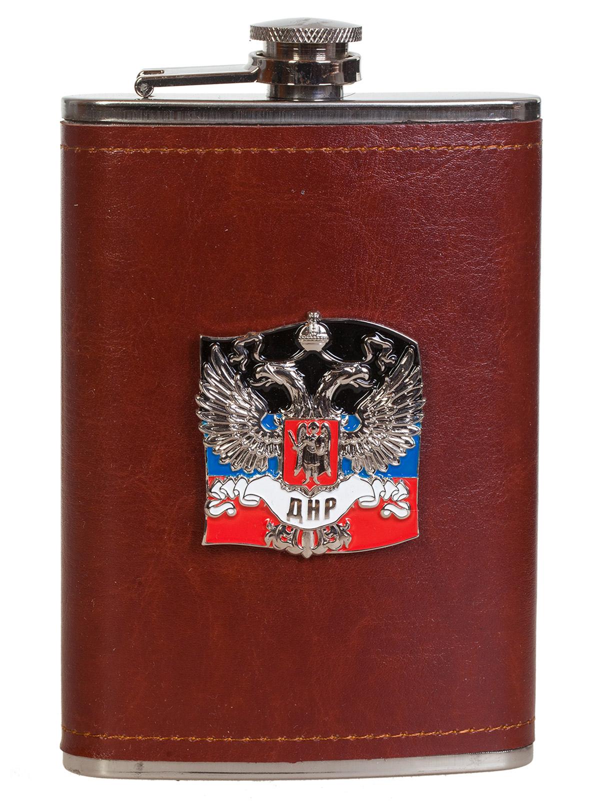 Плоская нержавеющая фляжка в чехле с накладкой ДНР
