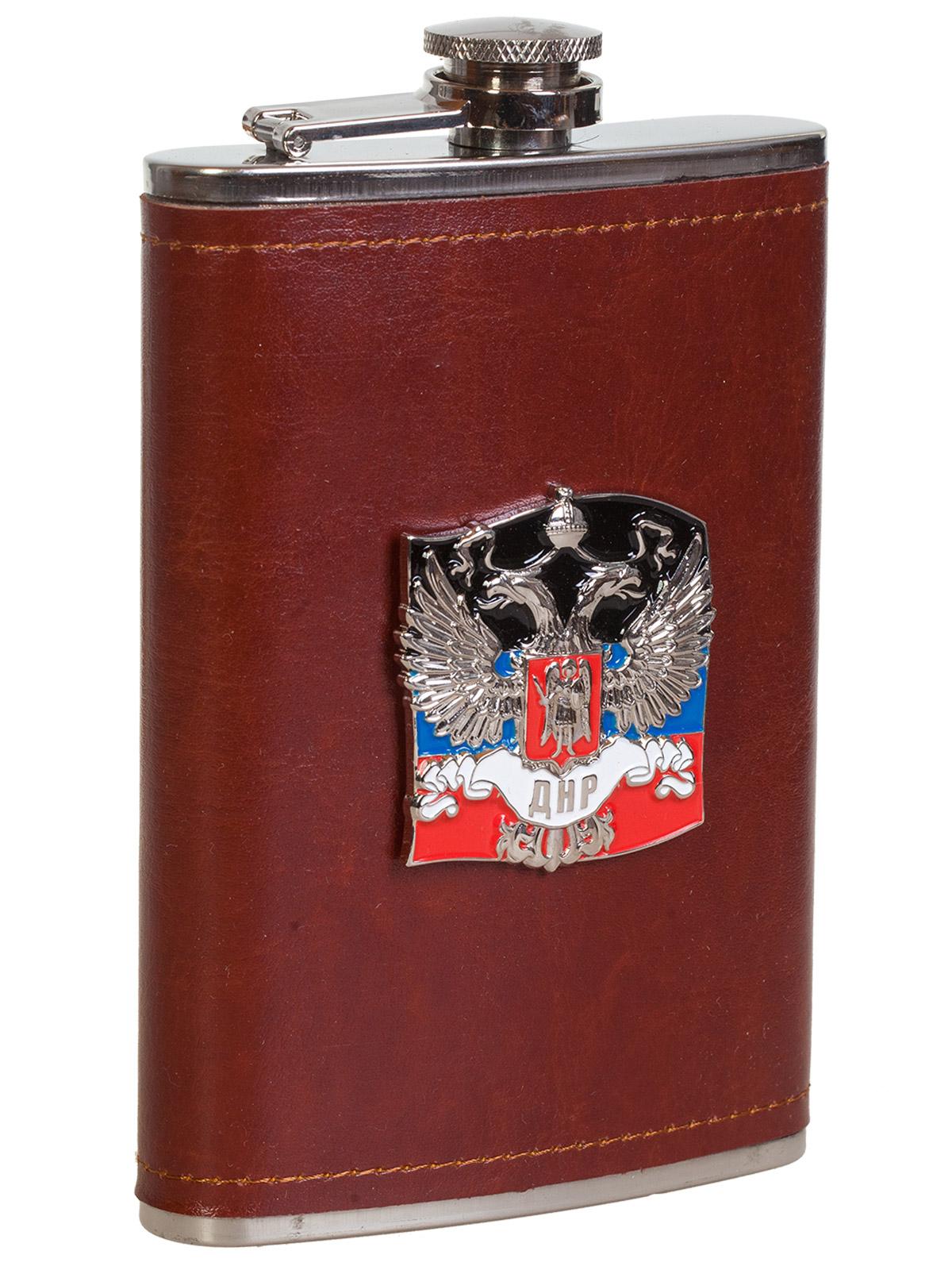 Купить плоскую нержавеющую фляжку в чехле с накладкой ДНР онлайн с доставкой