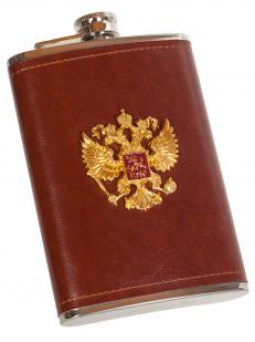 Плоская нержавеющая фляжка в чехле с накладкой Герб России - купить в подарок