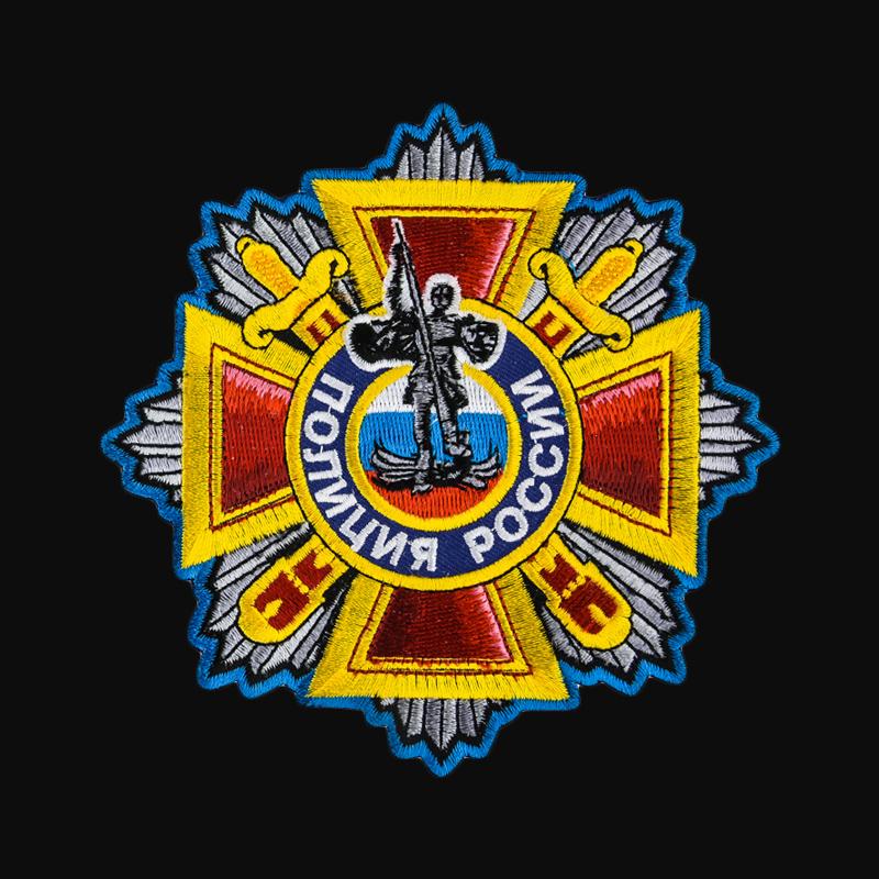 Плотная мужская толстовка с полицейской символикой на спине и груди.