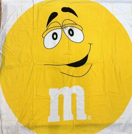 Пляжное желтое полотенце  M&M's