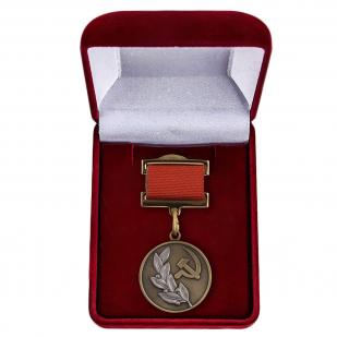 Почетный знак лауреата Государственной премии для коллекций