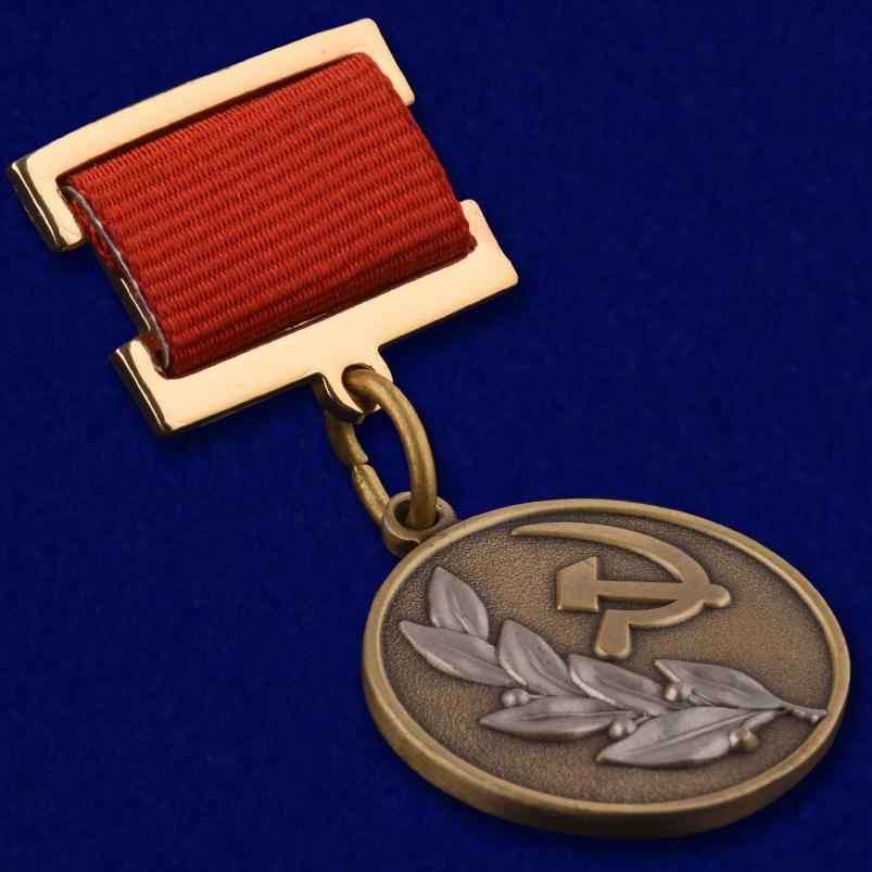 Знак лауреата Государственной премии СССР - общий вид