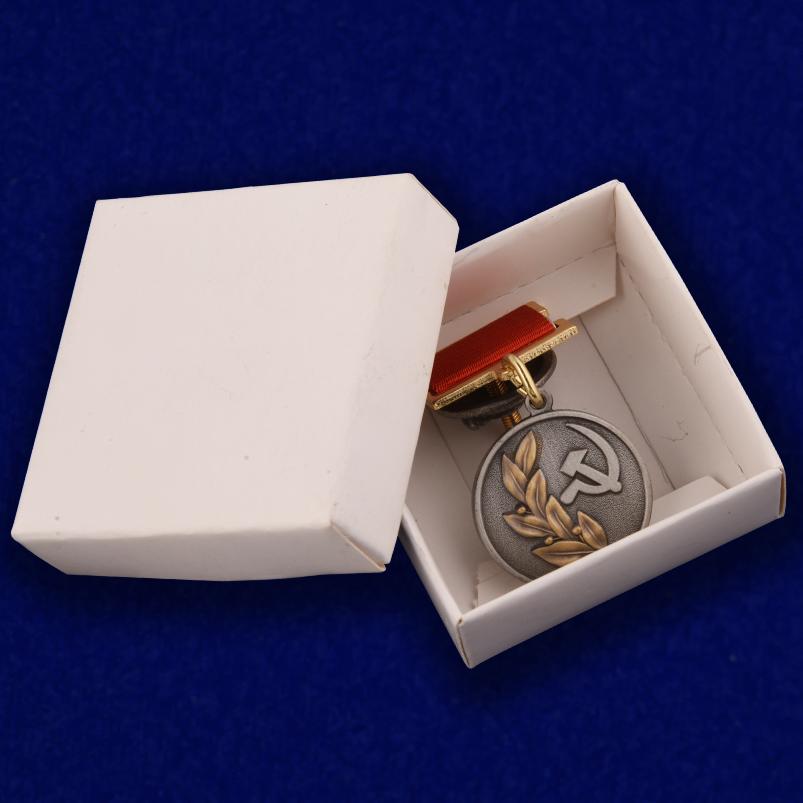 Знак лауреата Государственной премии СССР - картонная коробочка