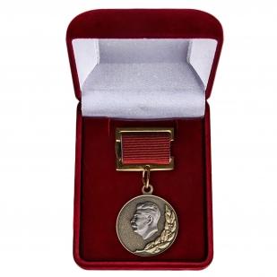 Почетный знак Лауреата Сталинской премии заказать в Военпро