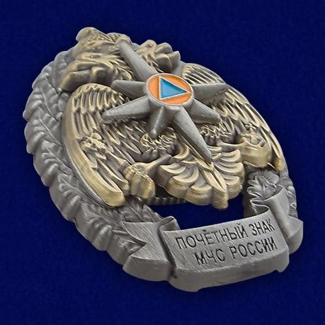 Почетный знак МЧС России - вид под углом