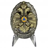 Почётный знак МЧС России на подставке