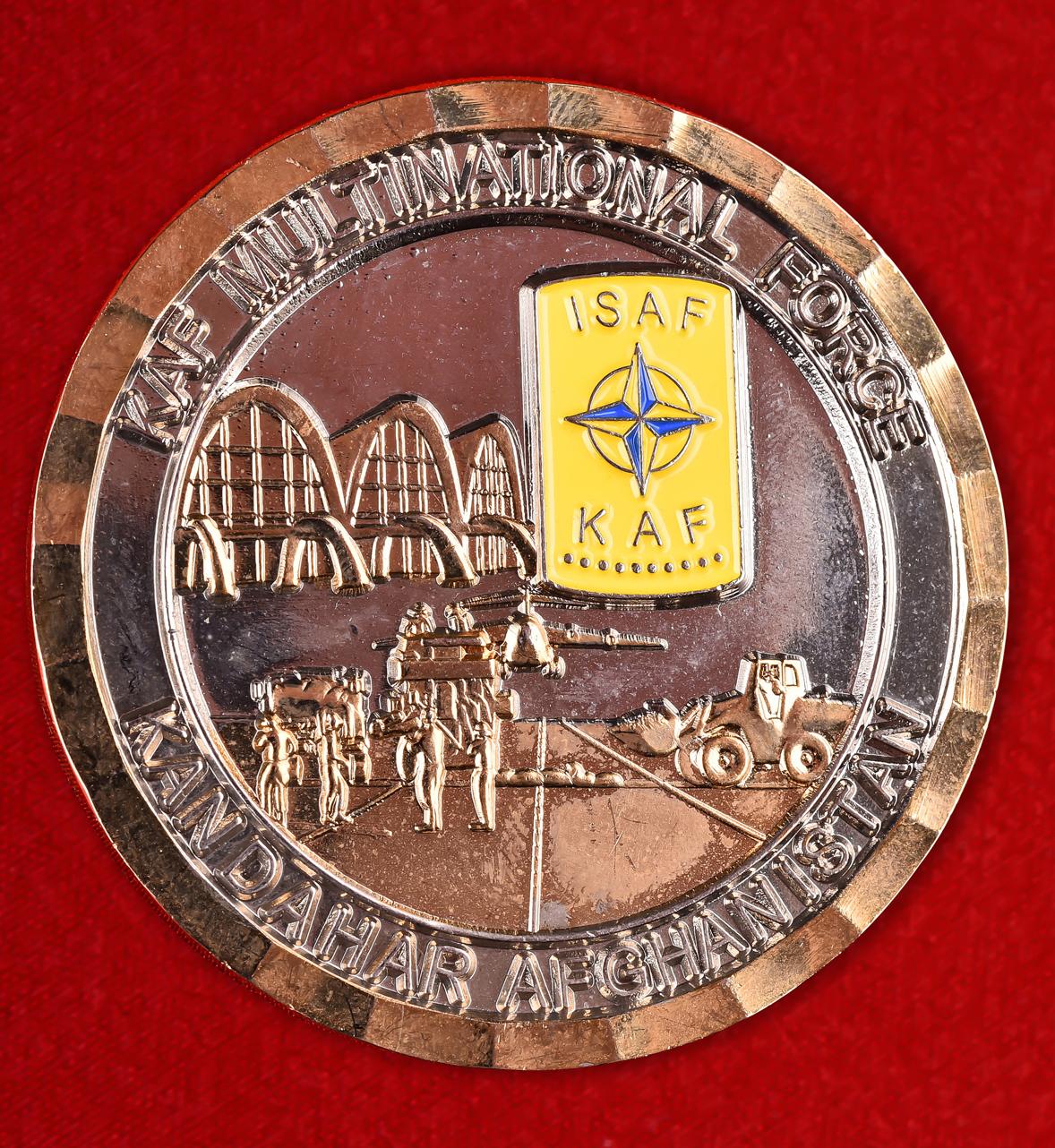 """Почетный знак НАТО """"За службу на авиабазе в Кандагаре"""""""