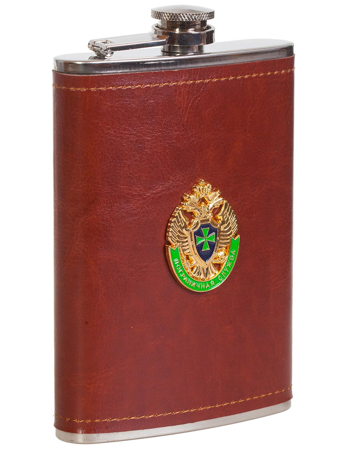 Купить подарочную фляжку в кожаной оплетке с эмблемой Пограничной Службы онлайн выгодно