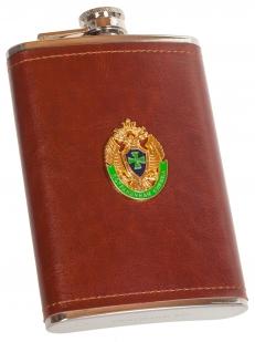 Подарочная фляжка в кожаной оплетке с эмблемой Пограничной Службы - заказать выгодно
