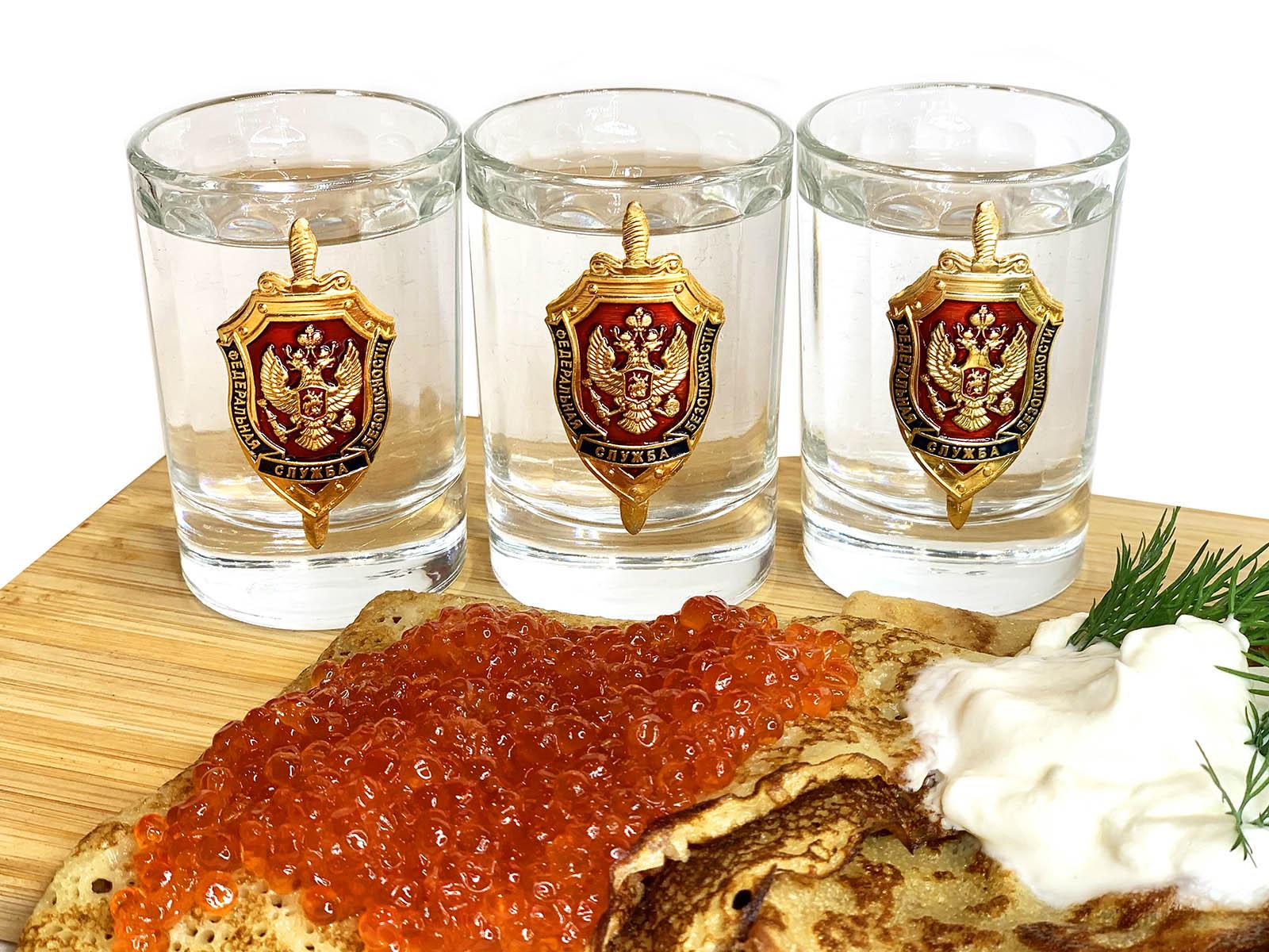 Водочные стопки с эмблемой ФСБ России