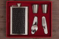 Подарочный набор с фляжкой для мужчин (фляжка, 2 стопки, вилка-открывалка, ложка-нож)