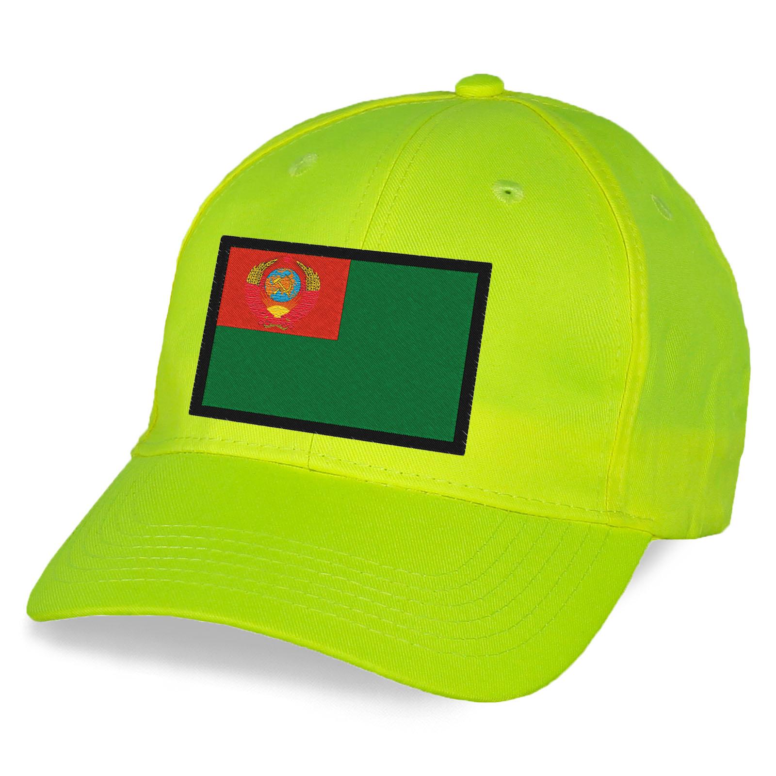 Пограничная бейсболка с вышивкой флага СССР.