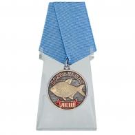Похвальная медаль Лещ на подставке
